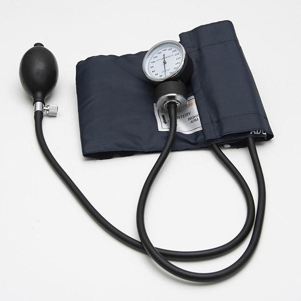 Automatisk och manuell blodtrycksmätare